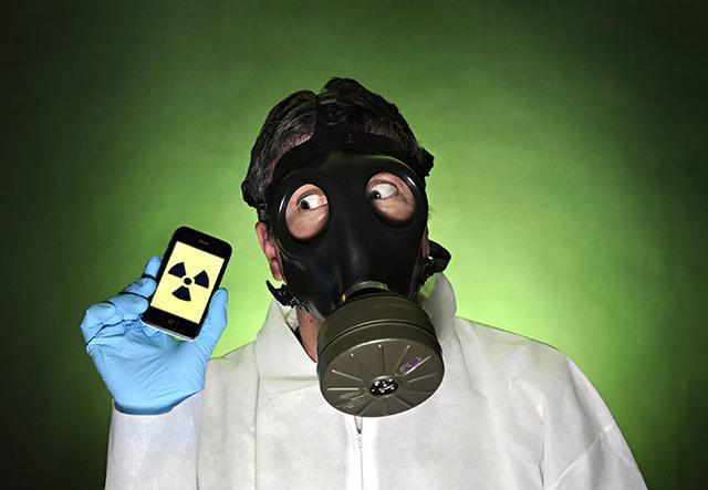 真相實驗室:手機信號弱了輻射就增大千倍?