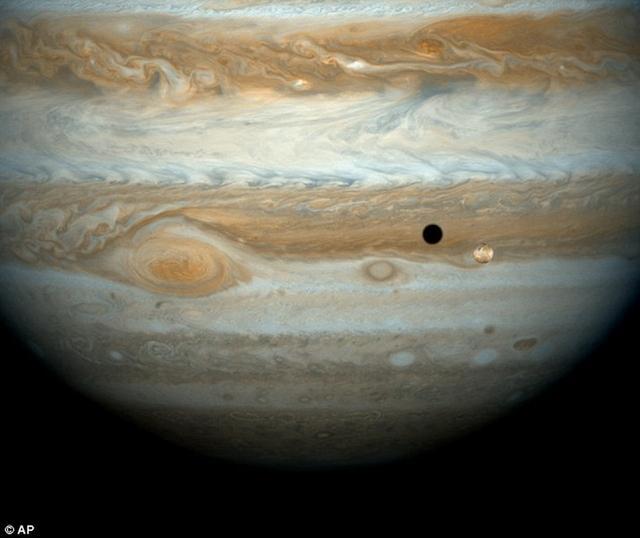 最新研究发现悬浮颗粒导致木星大气温度升高