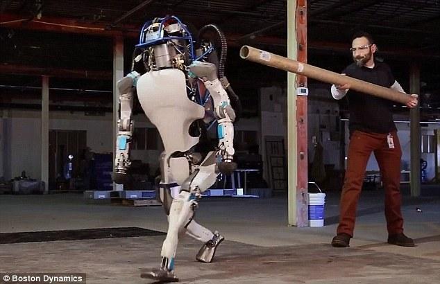 谷歌人形机器人再进化:能在废墟上行走 平衡能力要赶超人类了!