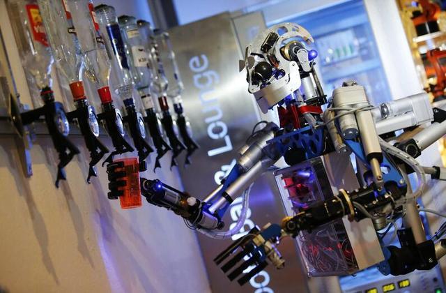 东莞大量工厂关门 竟和机器人抢工作