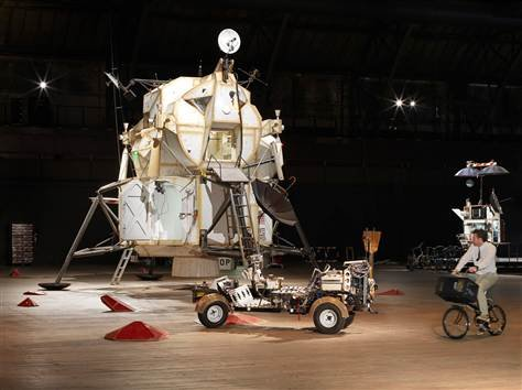 """美国雕塑家举办模拟""""火星登陆""""主题展览会"""