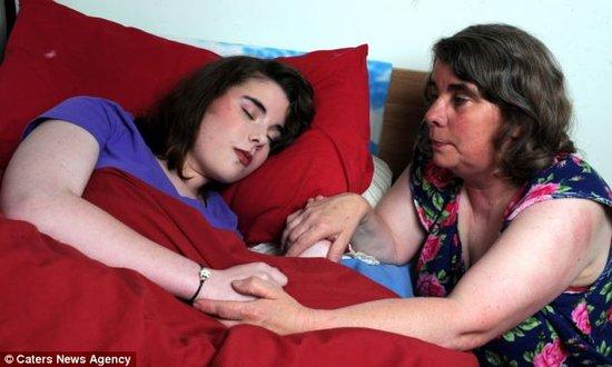 """真实版""""睡美人"""":英15岁少女一觉沉睡数月"""