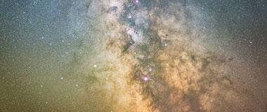 摄影师记录南威尔士星空银河绝美震撼