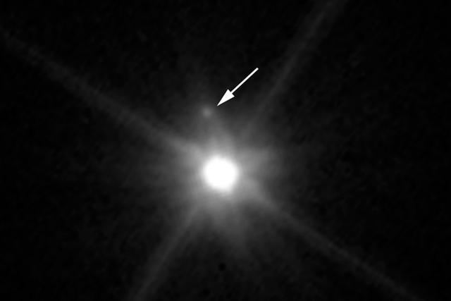 矮行星冥王星的姐妹星鸟神星也有一个小月亮