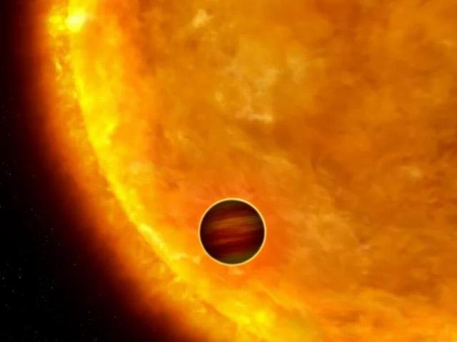 """一颗巨行星以""""死亡螺旋""""方式环绕主恒星"""