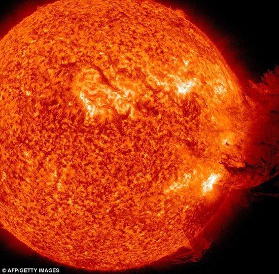 太阳风暴将袭击地球 无线通讯或受干扰中断