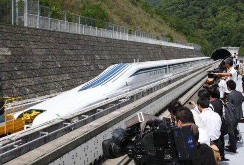 日本最新型磁悬浮列车登场 时速为500公里