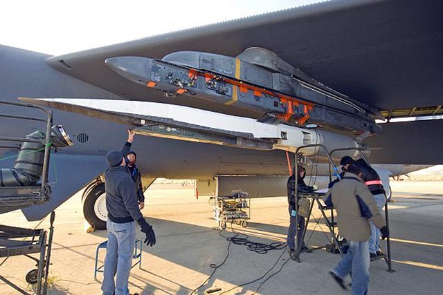 美军X-51A高超音速飞行器超5倍声速飞行