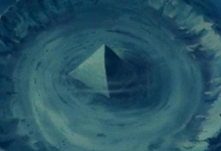 百慕大三角区海底或现亚特兰蒂斯玻璃金字塔