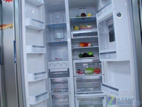 这款美的凡帝罗冰箱采用的是经典的对开门设计,体积达到了553l,整体