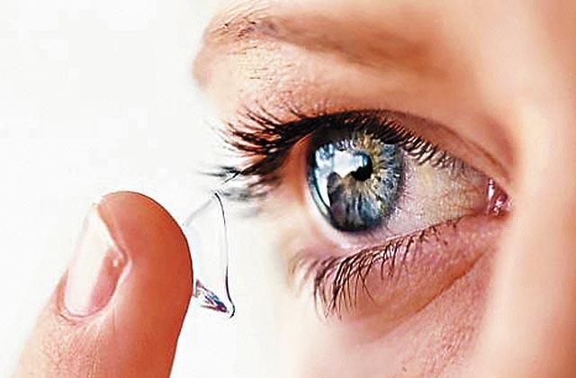 三星获AR隐形眼镜专利:眨眨眼就能查看手机视频