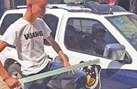 男子为了成网红录砸警车视频,被拘留14天