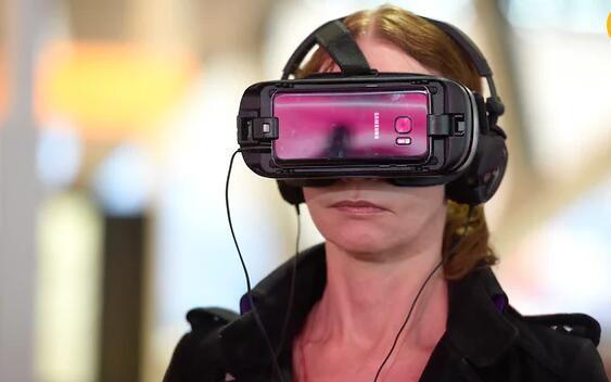 想象一下,如果未来我们看电视都得带上VR头盔