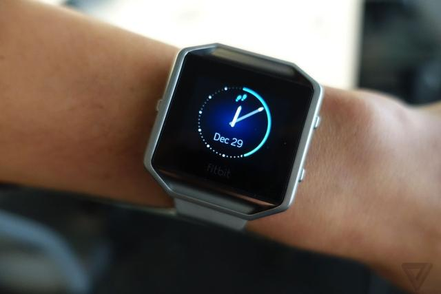 Fitbit发布健身手表Blaze与Apple Watch竞争