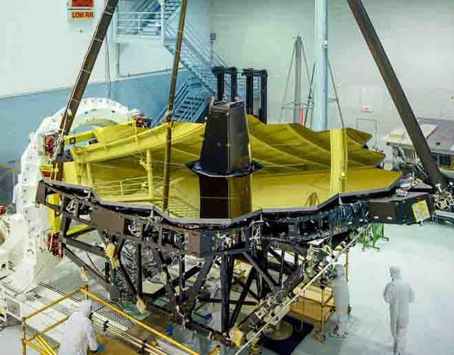 NASA完成韦伯太空望远镜黄金镜面组装
