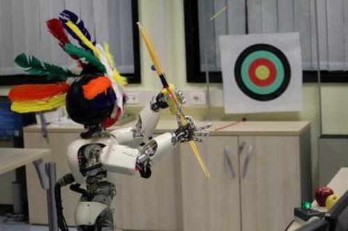 """意大利仿真机器人掌握""""射箭""""技能(组图)"""