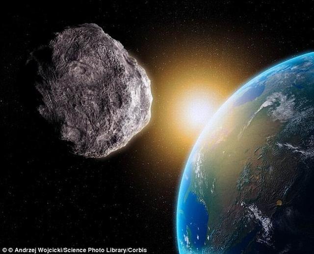 巨大陨石落入大西洋 美军密切关注飞行轨迹