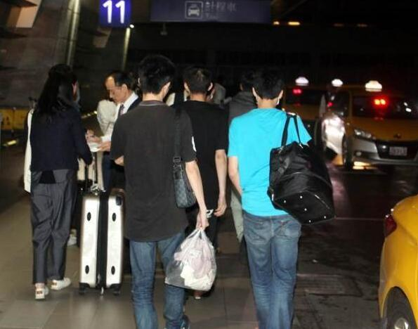 台湾电信诈骗犯回台就狂欢 酒店人员:真想揍他们
