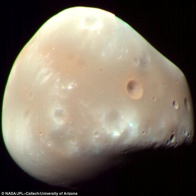 科学家发现火星的两颗卫星可能是被撞出来的