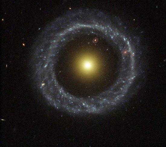 戒指星系隐藏30亿年前秘密:或是另一个宇宙