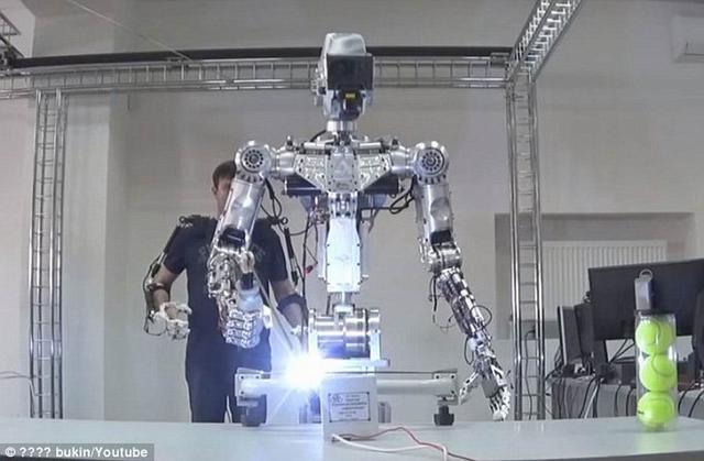 俄罗斯研制的两款太空机器人将部署在空间站