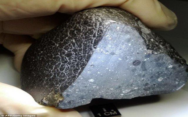 非洲发现45亿年前火星陨石 揭晓火星生命之谜