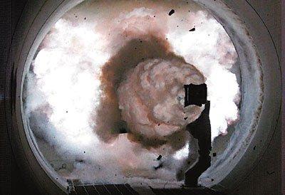 美试射电磁炮 弹速快声音5倍射程200公里(图)