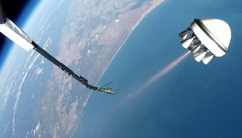 """近期最佳太空图片:""""死亡星球""""土卫一"""