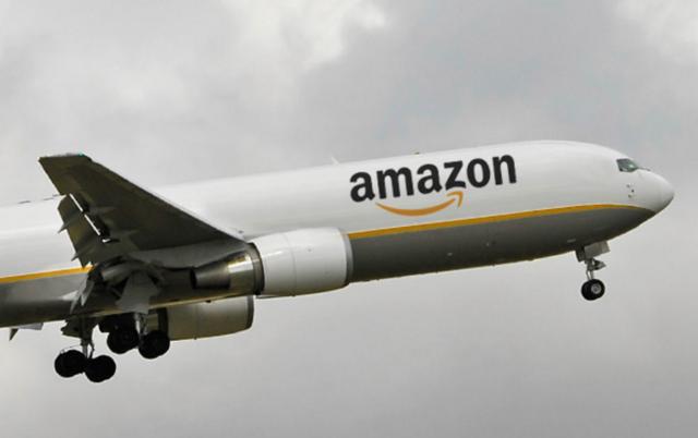 圣诞节到了 亚马逊租飞机为Prime客户送货