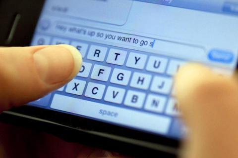 受微信冲击 春节拜年短信业务量首现下降