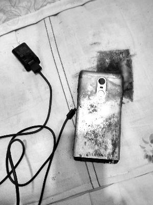 小米手机发生自燃 用户签署保密协议后才获得赔偿