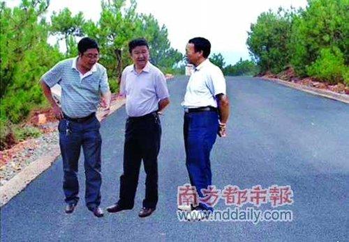 四川会理县政府网站上领导视察新修公路的图片竟然是ps的