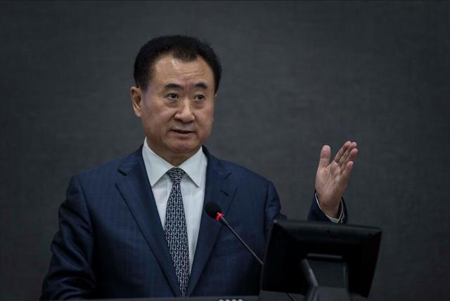 ...彭博亿万富豪指数显示王健林的财富已达369亿美元比2015年...