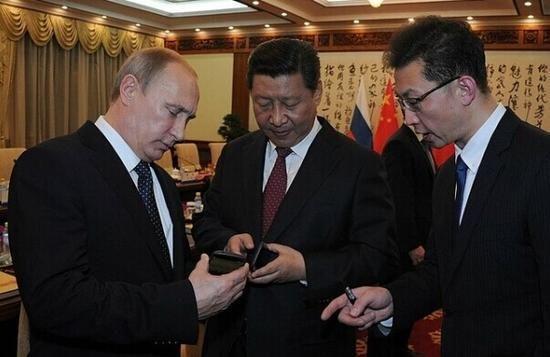 习大大同款手机正式在华开售 价格4888元