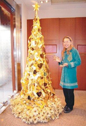 日本設計師假屋崎省吾推出黃金聖誕樹