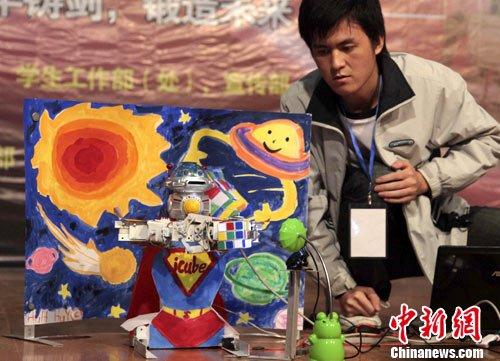 中国科大机器人大赛 机器人比赛还原魔方(图)