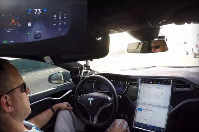 特斯拉:未来会推出自己的拼车服务 Uber闪远点