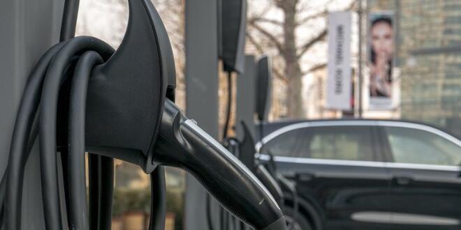 美国在售电动汽车大盘点:特斯拉在行驶里程上遥遥领先