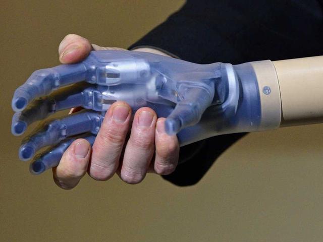 未来只有两种工作:操控计算机或被计算机操控