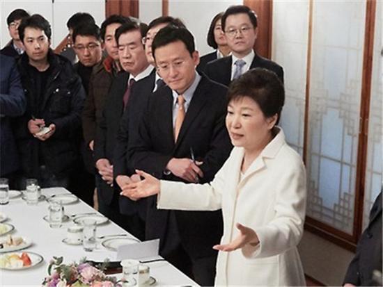 朴槿惠:与三星合并案无关 没对谁给予特殊照顾