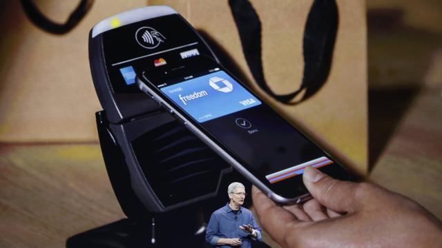 """也发布了手机支付服务""""苹果支付""""(apple pay)."""