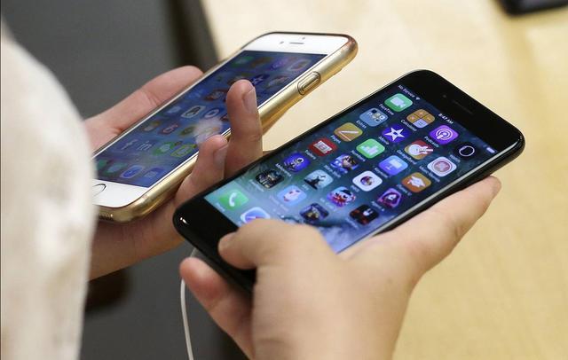 准备好剁手了吗?iPhone明年就能用上曲面屏