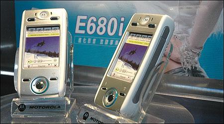 2005年媒体推荐的娱乐手机摩托罗拉E680i