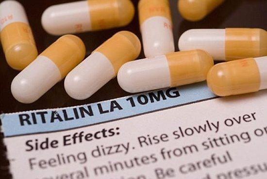 利他林和安非他明等药物可帮助人们提高注意力,但它们通常只能帮助注意力低于基线的人,如果一个人的注意力没有问题,服用提高注意力药物反而适得其反。
