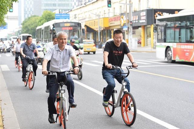 摩拜单车:一辆橙色自行车与共享经济的未来