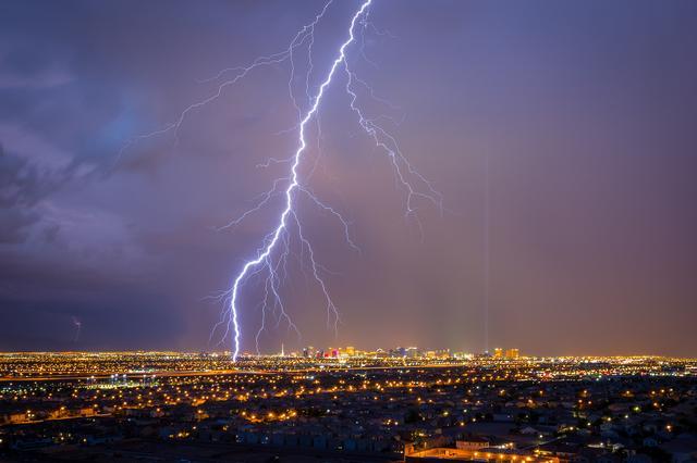 世界气象组织确定世界最长闪电:超三百公里