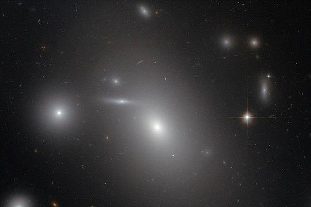 科学家发现超级休眠黑洞 质量是太阳210亿倍