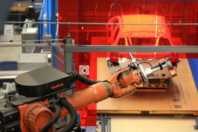 传美的将收购德工业机器人制造商库卡控股股权