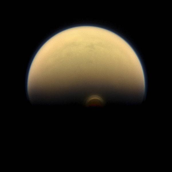 卡西尼号发现土卫六南极上空存在奇特冰云