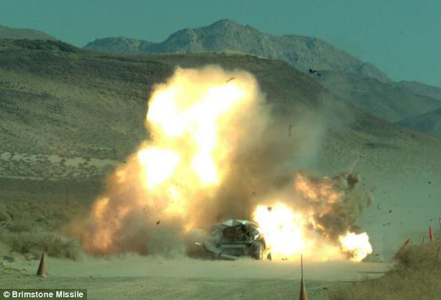 这颗号称永远打不歪的导弹命中百公里时速汽车